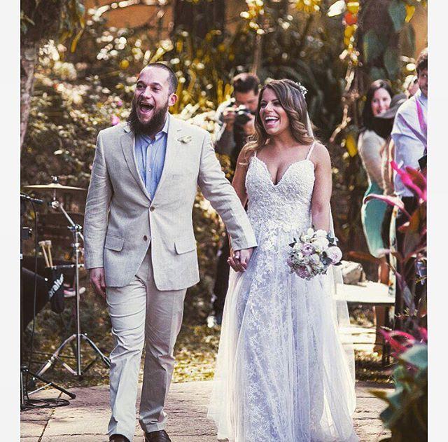 Que energia maravilhosa! A noiva @dannaufel linda e radiante ❤️✨😍 #carolknudsen #bohobride #madewithlove
