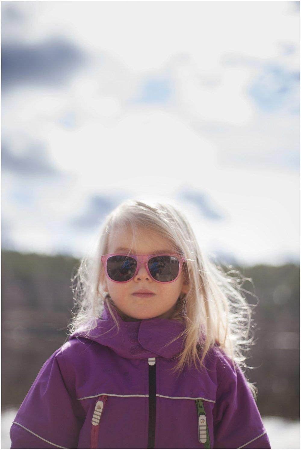 Aurinkolasi-päässä-lapsikuvauksessa