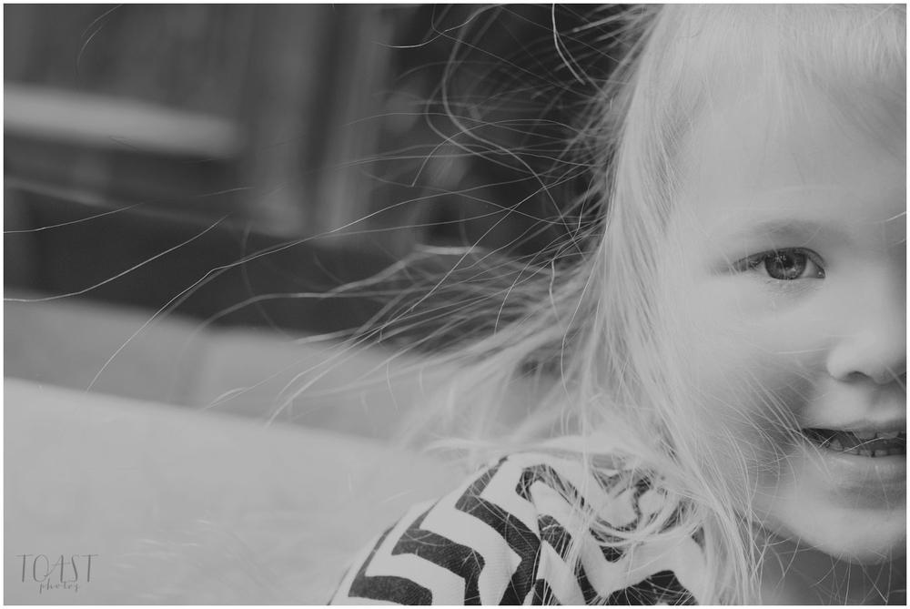Sähköiset-hiukset-lapsikuvauksessa