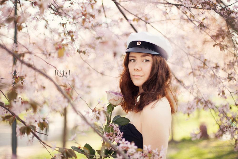 Ylioppilaskuvat Roihuvuoren kirsikkapuistossa
