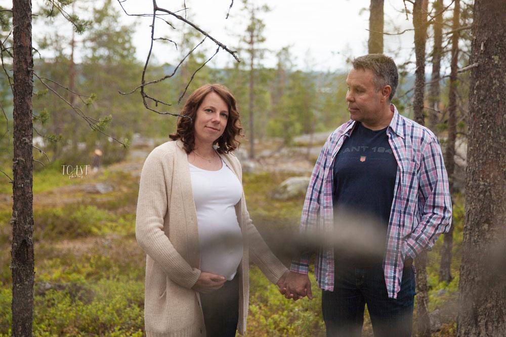 Tuleva hääpari raskauskuvauksessas