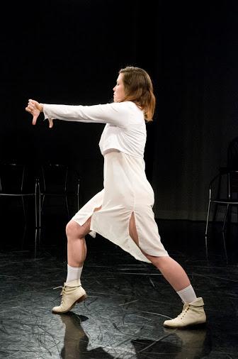 Amanda Acorn in Around (2014). Photo by Omer Yukseker.