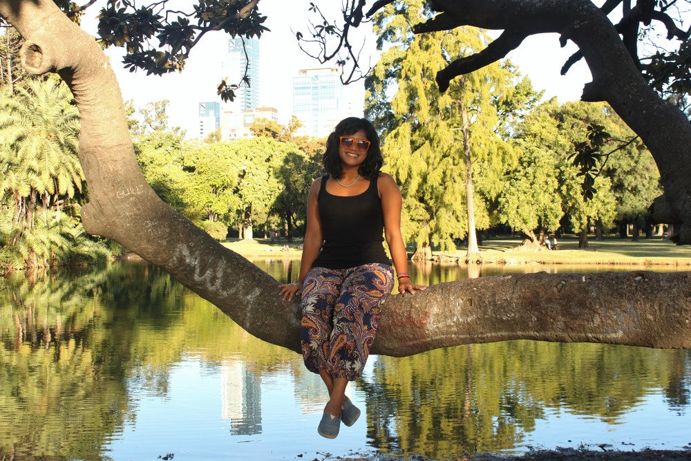 A beautiful woman in the beautiful Bosques de Palermo, a quick walk from our temporary home