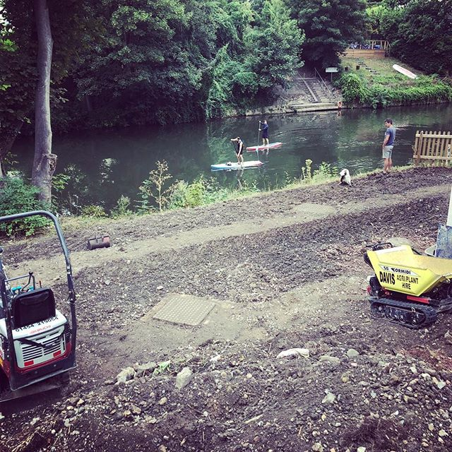 Great riverside location for one of our new projects. Excited to see this one evolve @woodhouse_and_law #punting #onemanandhisdog #notmuchtopsoil #landscaping