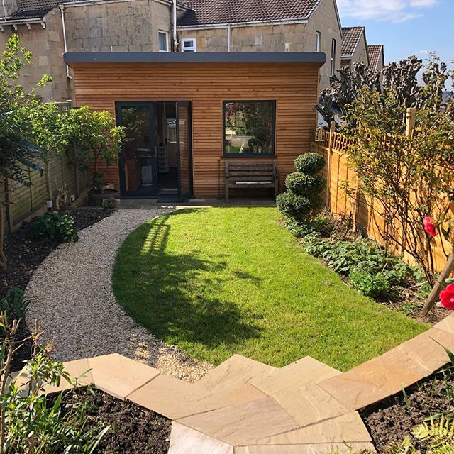 Great to revisit a small garden we built last autumn. Looking beautiful in this glorious sunshine! Thanks for the job @mortimerlandscapes and good skills by @englishmountainman #sunshine #landscaper #funky #angles #bath