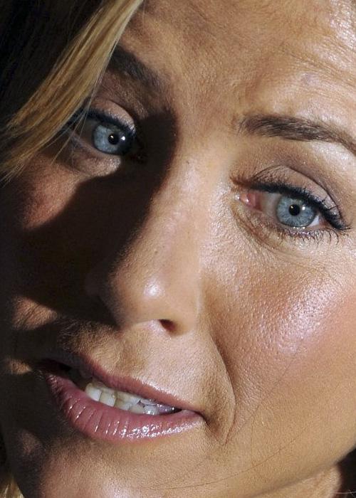 Jennifer Aniston, viacelebrityclose-up.com