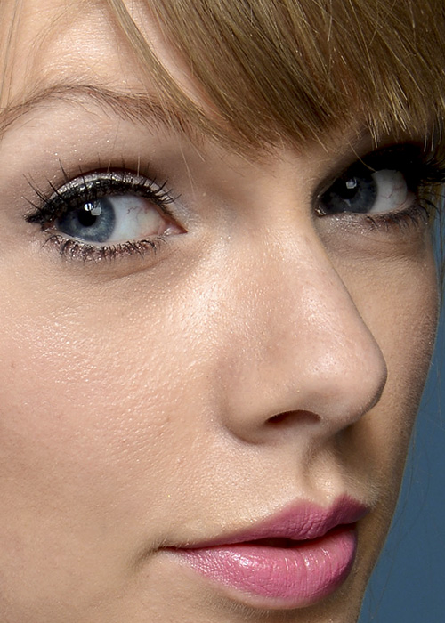 Taylor Swift, via celebrityclose-up.com
