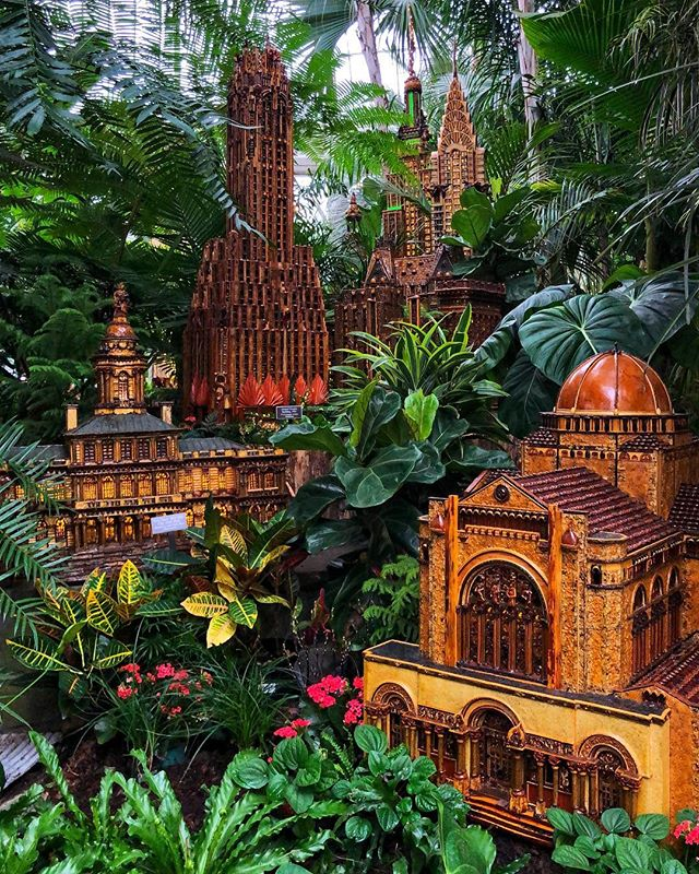 The holiday train show at the NY Botanical Gardens did not disappoint!  Incredible miniature replicas of some of NYCs most beautiful and historic spots all constructed out of trees, twigs, leaves, and other fun forest finds.  Excited to make this one a new family tradition!