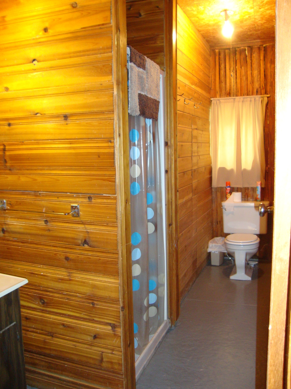 Cabin 6 Bathroom.jpg