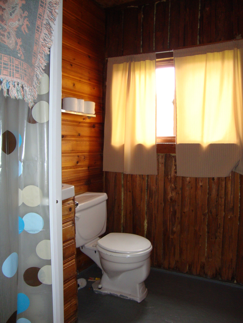 Cabin 6 Bathroom 2.jpg