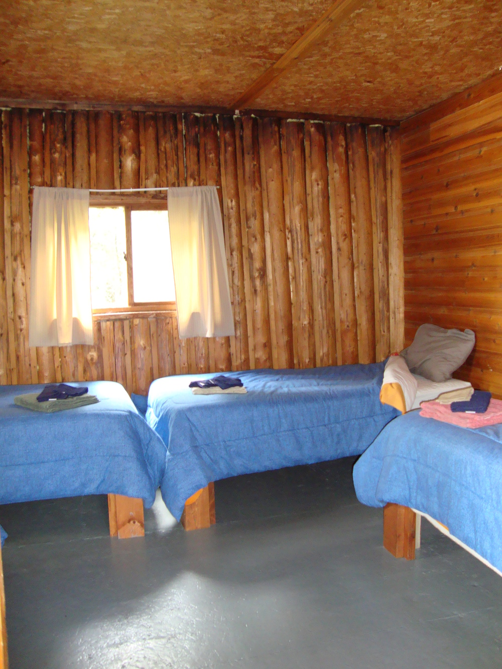 Cabin 6 Bedroom.jpg