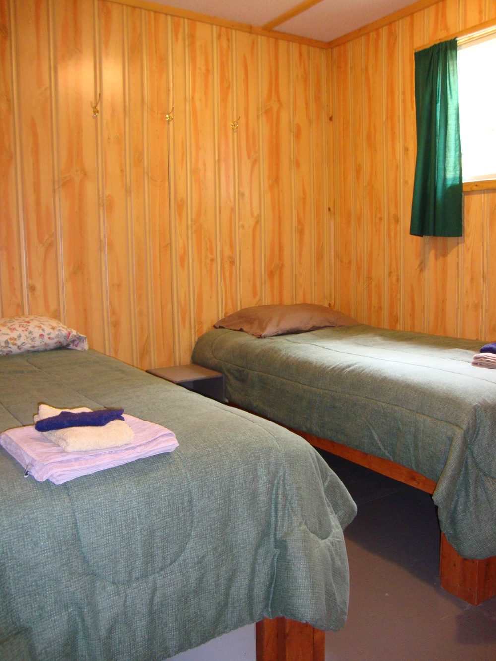 Cabin 7 Bedroom.jpg