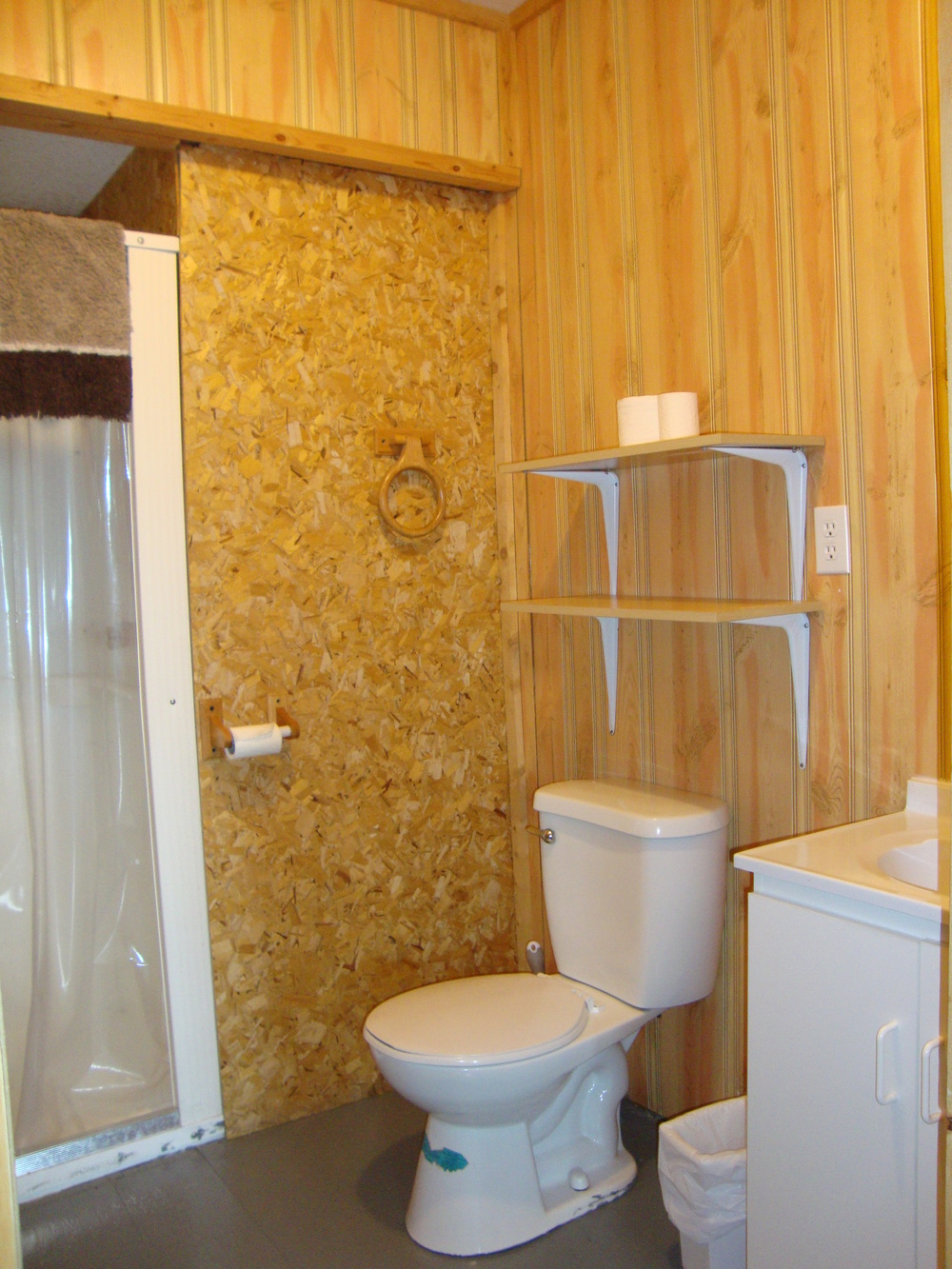 Cabin 7 Bathroom.jpg