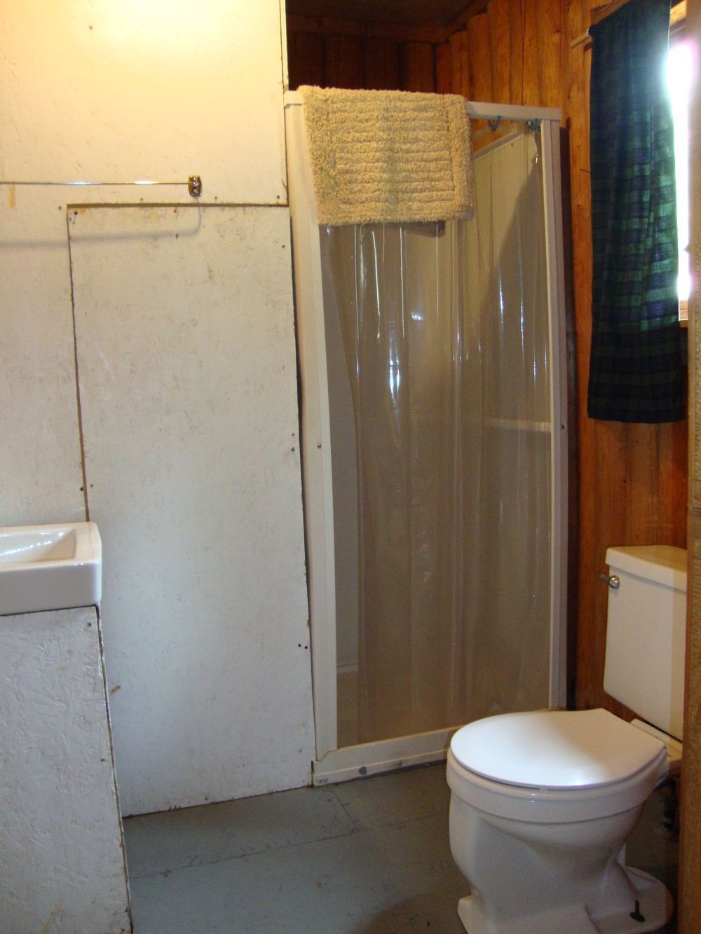 Cabin 1-3 Bathroom.jpg