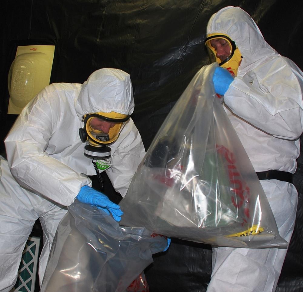 HazWorx Asbestos Plastic Wraping 105.JPG