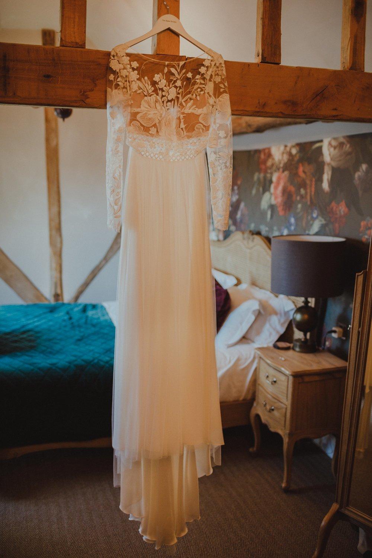 farmhouse-at-redcoats-wedding-hertfordshire_0002.jpg