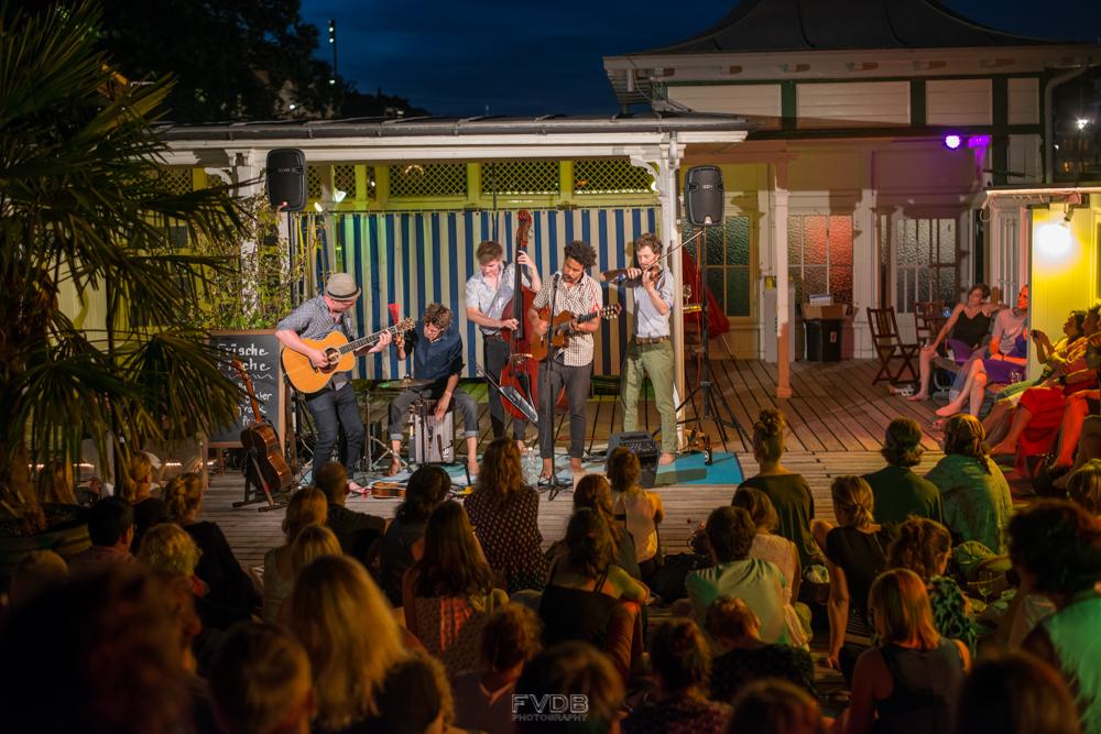 2015-08-09_FrankPowers-Barfussbars-4112.jpg