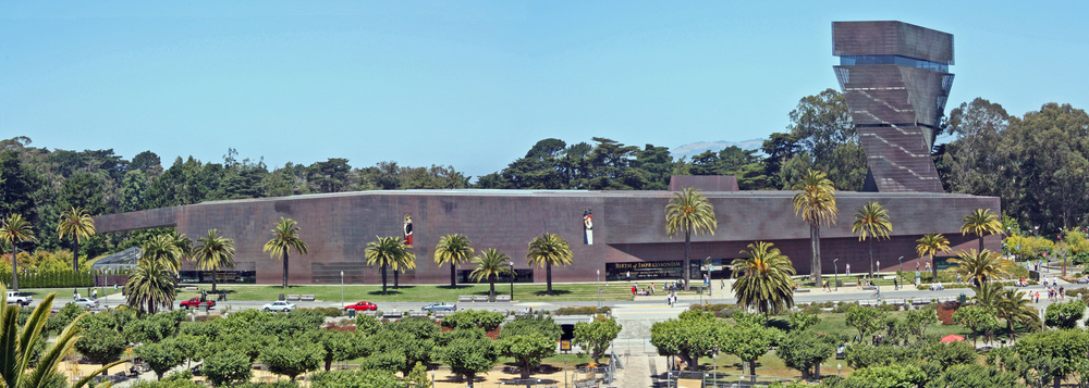 """De Young Museum pano"" by WolfmanSF - Own work. Licensed under CC BY-SA 3.0 via Commons - https://commons.wikimedia.org/wiki/File:De_Young_Museum_pano.jpg#/media/File:De_Young_Museum_pano.jpg"