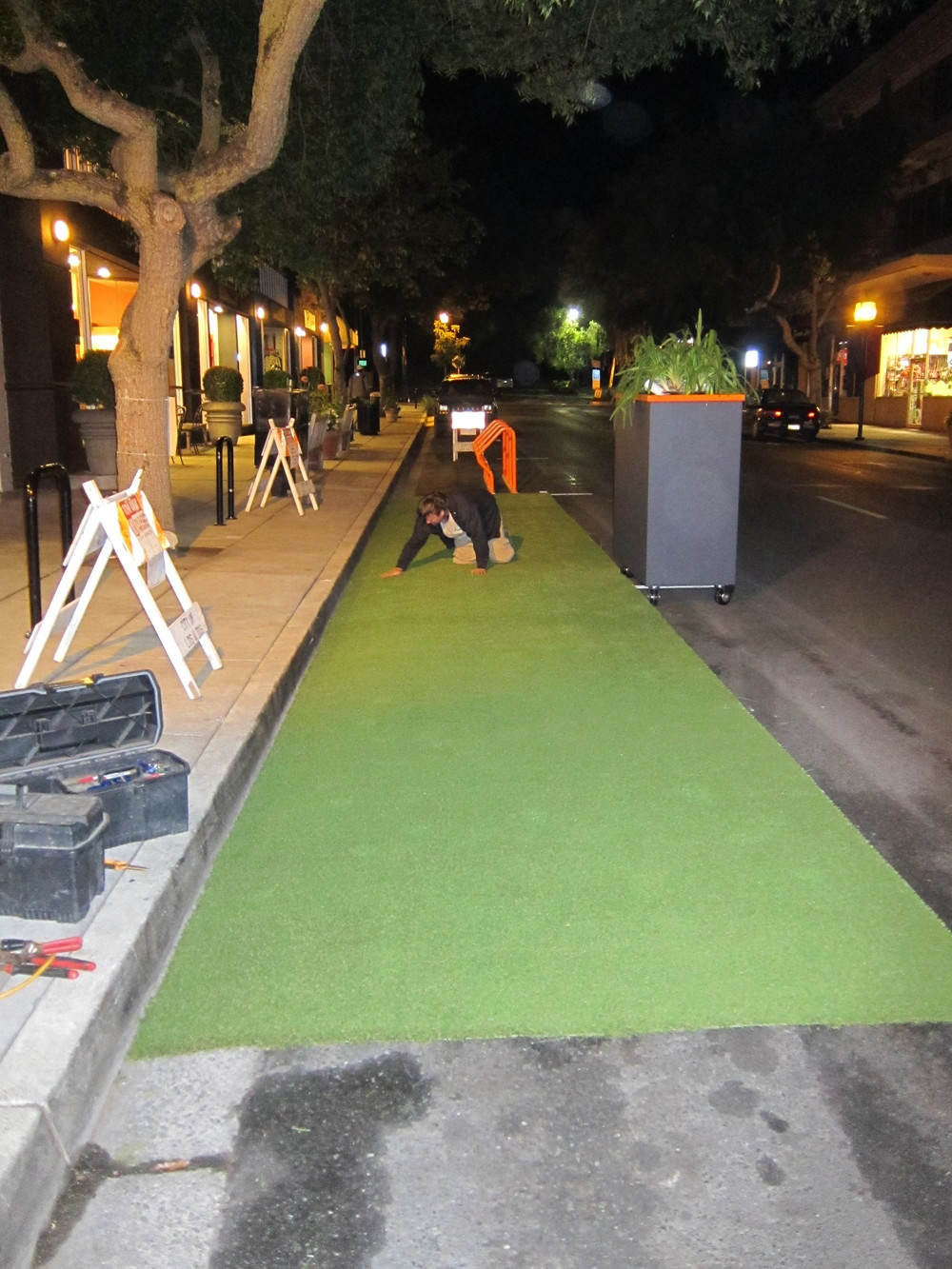 5PARKing Day setup_turf install 445am.JPG
