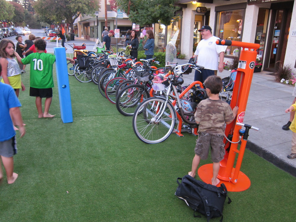 23Concert 6pm bike parking.JPG