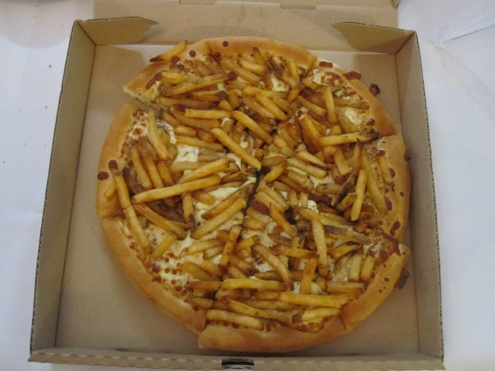 poutine pizza.JPG