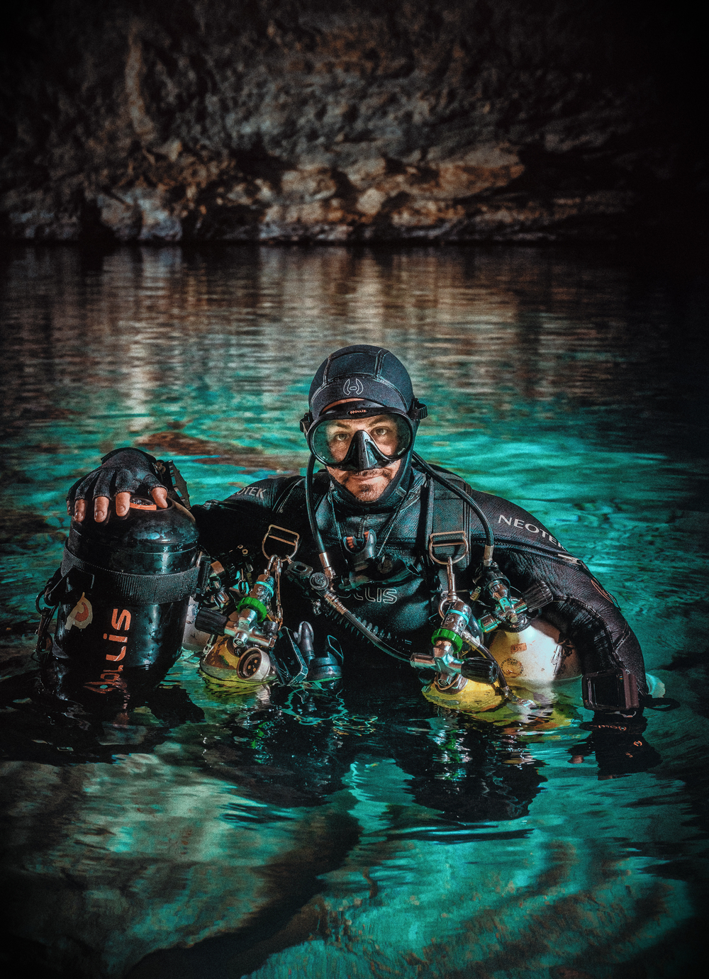 Tim Muscat, Cave Diver in Weebubbie Cave Nullarbor WA