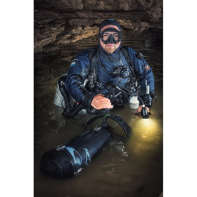 "Bradley Dohnt preping for a dive in the down stream Olwolgin Cave system, Western Australia with his Kiss Classic rebreather modified to ""side mount"". #kissclassic #rebreather #rebreatherdiving #cavediving #olwolgincave #thisisawesome #scooter"