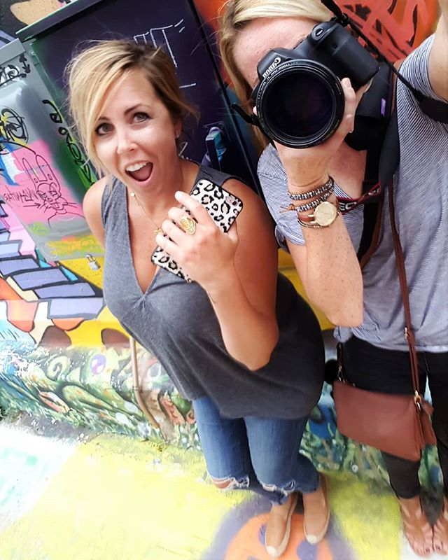 Love working with other KC creative spirits... This #girlboss is killin it.  @ashleyiscre8ive @hellobigidea  #kccreatives #crossroadskc #design #doinit #instabadass #hellobigidea #snap #photographerlife #photoshoot