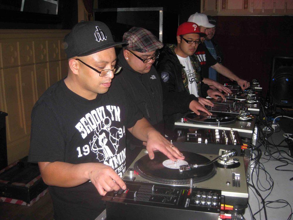 2011_12_01_Skratch Lounge (Tre & Shmix) (1).jpg
