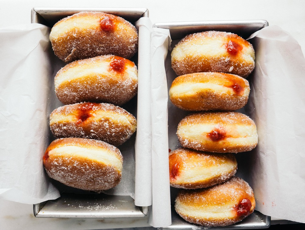 how to put jam in doughnuts