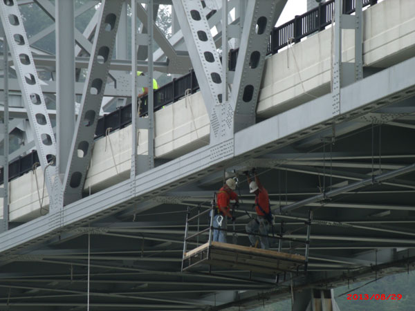 close-up-of-guys-in-bskt-under-bridge.jpg
