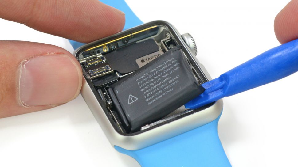 Baterka v Apple Watch je extrémne maličká - svetapple.sk