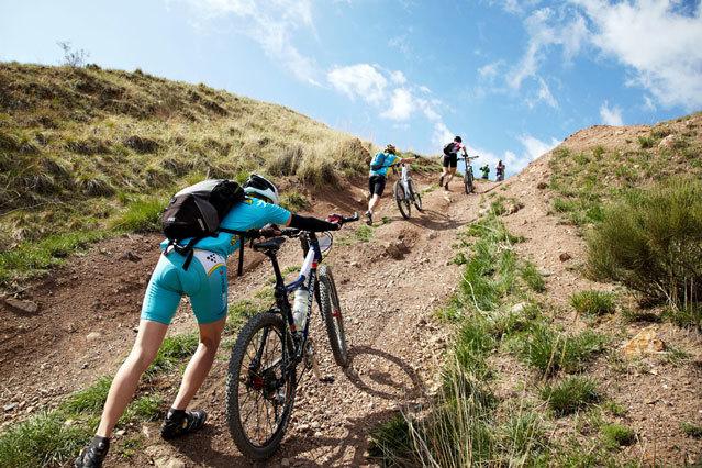mountain-bikers-pushing-uphill_fe.jpg