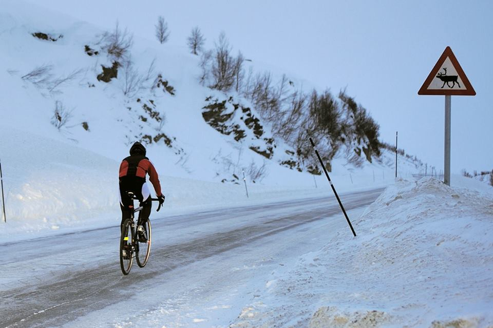 Mavic's newest cyclosport ambassador, Omar Di Felice from Italy, undertook a remarkable adventure in the last few days. He rode a 700k route from Tromso to Nordkapp, along the coast in Norway, during the darkest days of the Arctic winter. Each day required more than 150km of pedaling through ice, wind and snow. Join us to congratulate Omar on his courage!