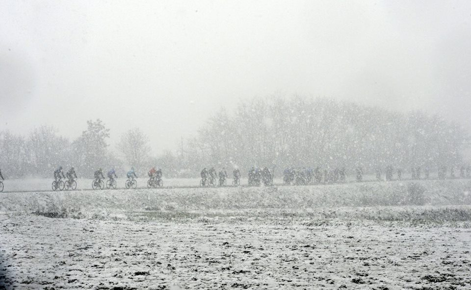 "The first of cycling's ""Monuments"" is upon us for 2014 and all signs so far suggest that ""La Primavera"" will once again live up to its notoriety and deliver some epic racing. Last year's race was heavily disrupted as the peloton rode through a blizzard, but hopefully this year the riders will be able to concentrate fully on going for glory during the 294 kilometres that lie between Milan and San Remo. Katusha Team - Professional Cycling will sendLuca Paolini and Alexander Kristoff to lead the squad on Sunday, while Movistar Team line up with José Joaquin Rojas and Francisco José Ventoso hoping to get good results. Made for ""La Classicissima"" Das erste Radsportmonument 2014 steht bevor und so wie es aussieht, macht die Primavera in diesem Jahr ihrem Namen alle Ehre. Im letzten Jahr hatten die Fahrer mit Eis und Schnee zu kämpfen, in diesem Jahr können sie sich hoffentlich ganz auf die 294 Kilometer vonMailand–Sanremo konzentrieren. Luca Paolini und Alexander Kristoff stehen an der Spitze des Katusha Teams. Das Movistar Team schickt Fran Ventoso und Jose Joaquin Rojas mit großen Ambitionen ins Rennen.  — with Graham Watson."