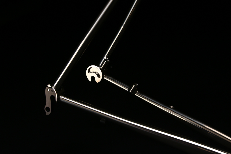 mirror_polished_titanium_bicycle_frame_road_disc_10.jpg