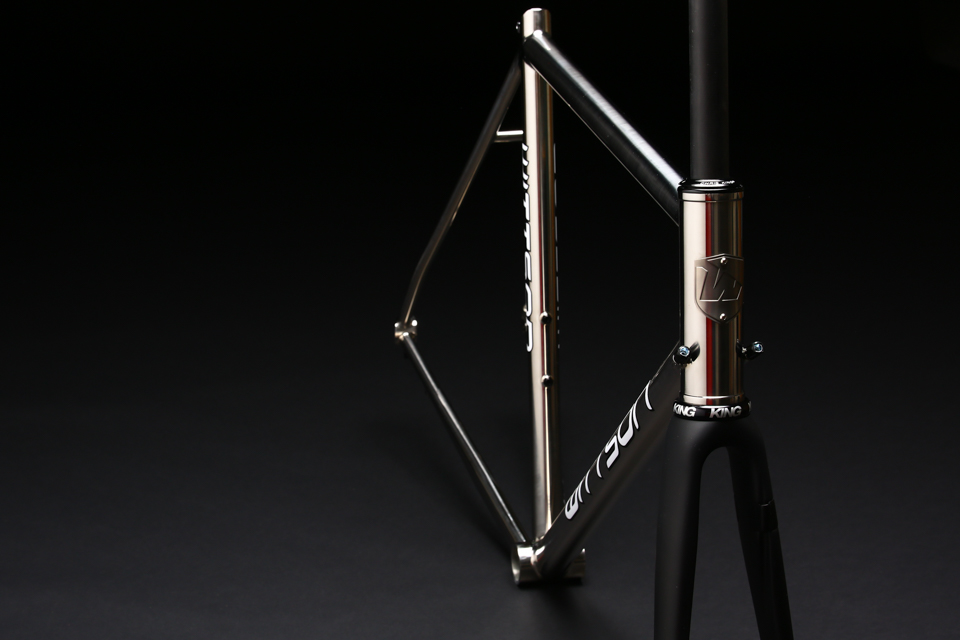 mirror_polished_titanium_bicycle_frame_road_disc_04.jpg
