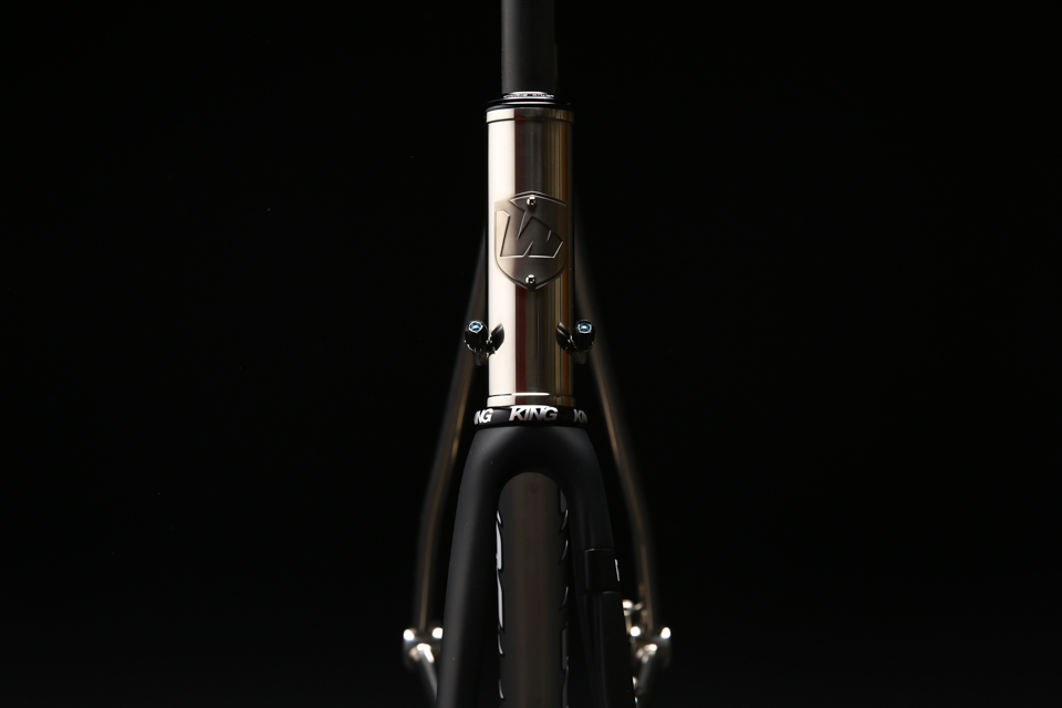 mirror_polished_titanium_bicycle_frame_road_disc_03.jpg