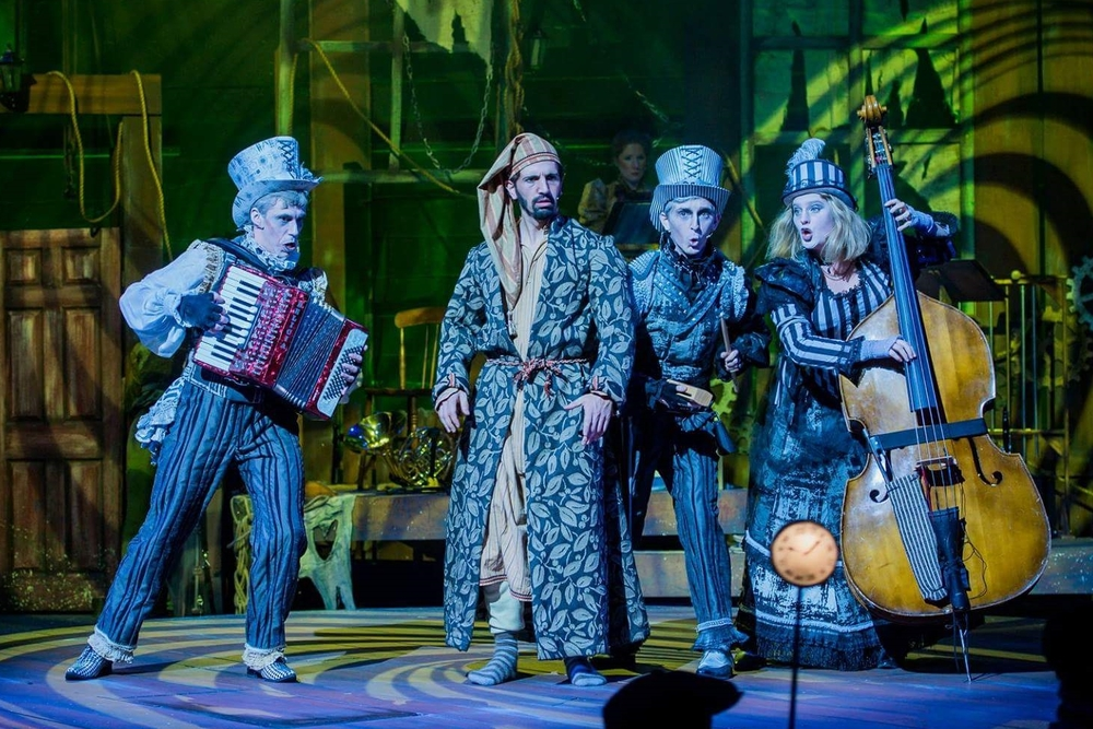 (L-R) Bryan Hodgson, Greg Barnett, Adam Hepworth and Giovanna Ryan in the 2015 Wellingborough Castle production.