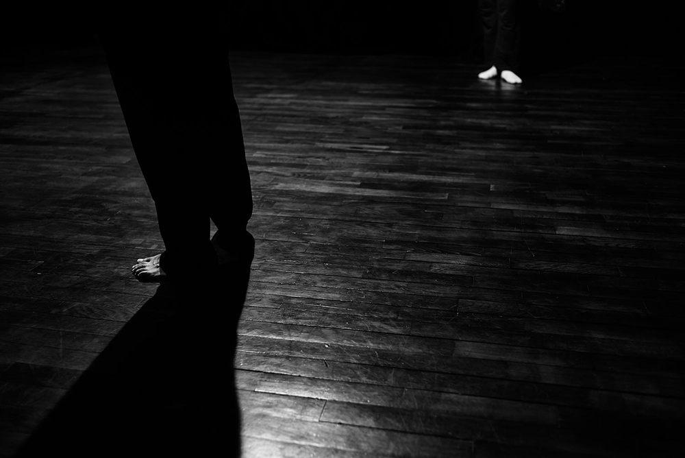 Composición figura-fondo, luz-sombra. Tenía ganas de adentrarme en el mundo del teatro con una cámara de fotos
