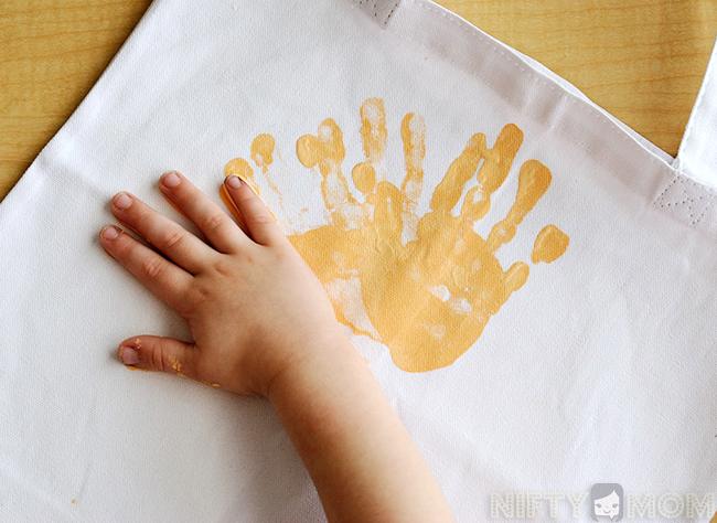 painting-handprint-sun-totes2.jpg