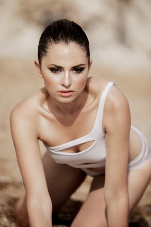 Zydre Zi Kamal Mostofi durdle door fashion editorial photoshoot beach (22).jpg