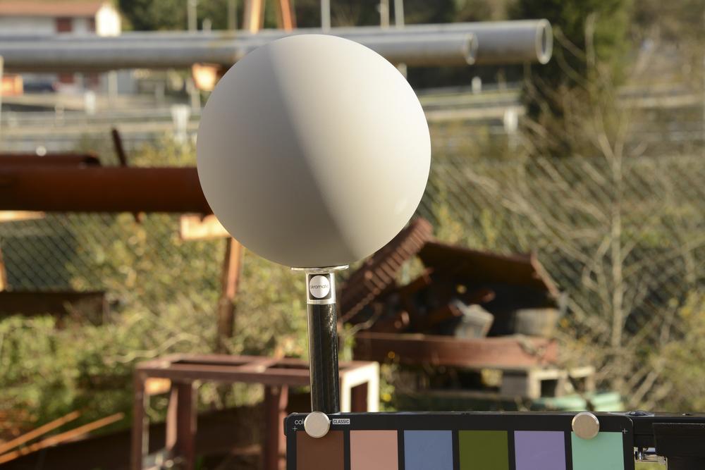"Lighting Checker ""Twins"" (gray ball detail)"