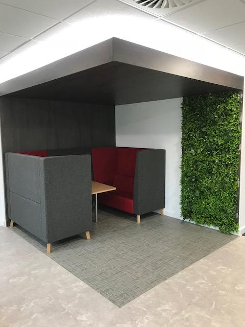 artificial green wall in office1.jpg