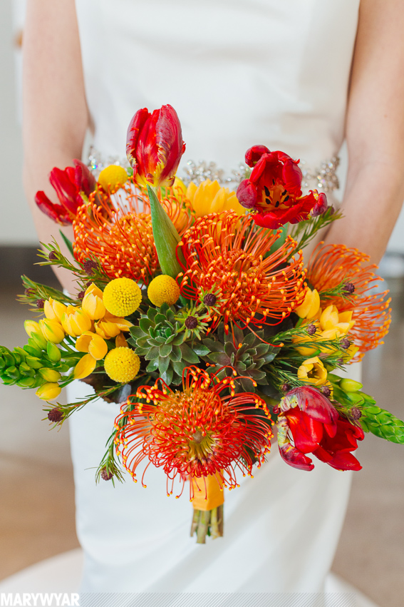modern_bright_wedding_bouquet