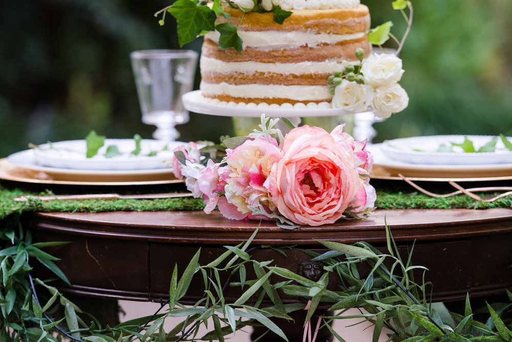 wedding_naked_cake_white_blush_peony_green