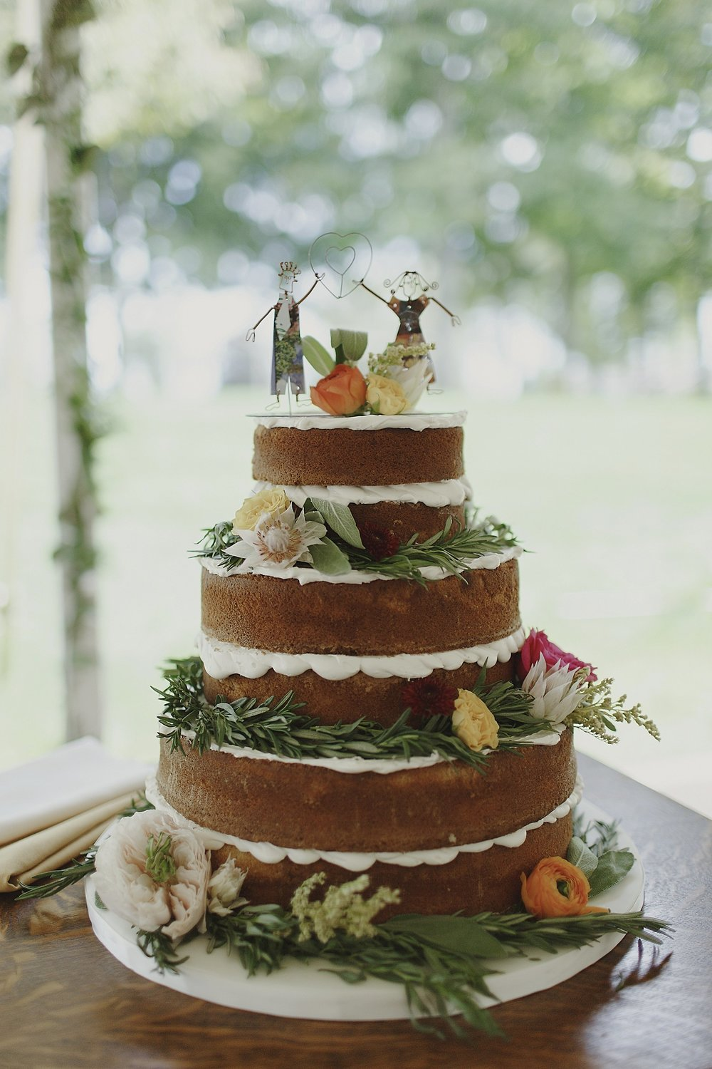 naked-wedding-cake-herbs