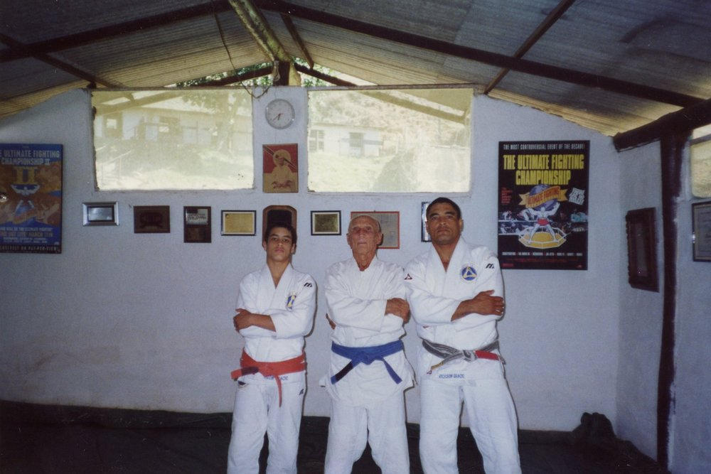 Young Kron alongside his grandfather Helio and father Rickson