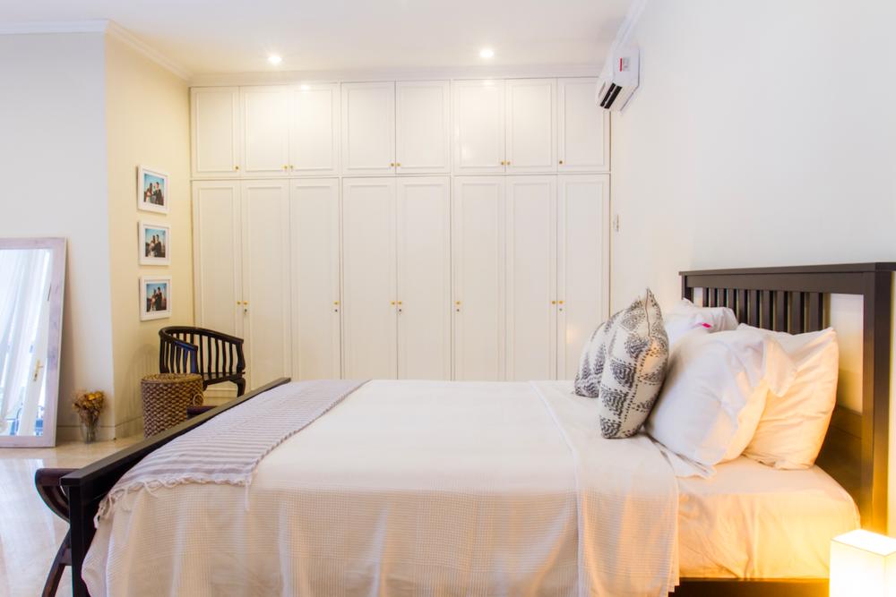 Hemnes Ikea Bed Frame w/ mattress