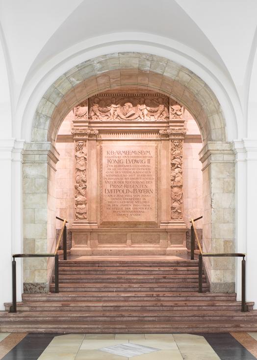 Marmortafel zum Gedenken an die Gründung des Bayerischen Armeem